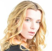 Actor Betty Gilpin